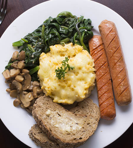 3egg made to order save with grilled sausages, mushroom spinach with toasted bread