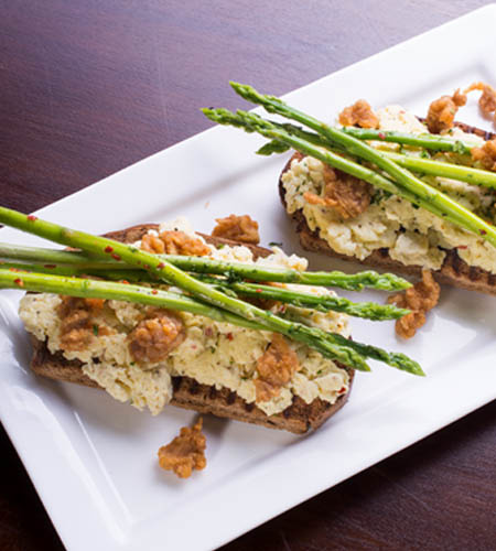 Bruschetta with scrambled egg and asparagus chicken pops